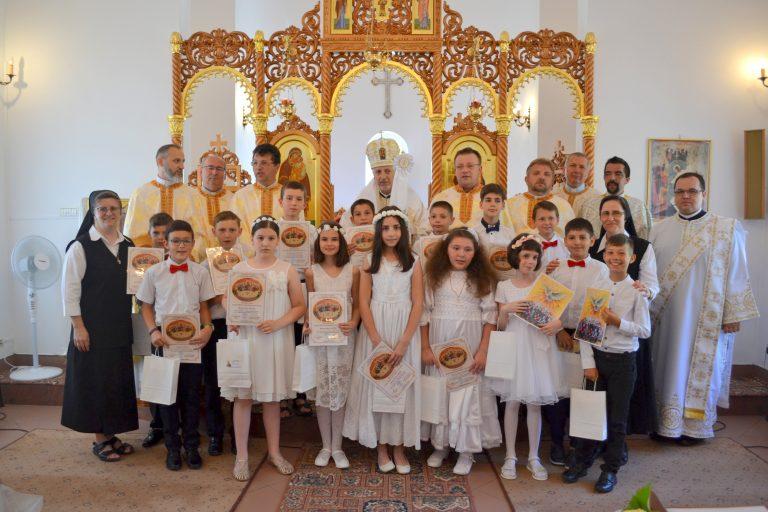 Prima Sfântă Împărtășanie la Mănăstirea Maicii Domnului din Cluj-Napoca